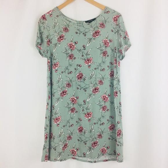 4a8fa2249e Forever 21 Dresses & Skirts - Forever 21 Floral Print Short Sleeve Shirt  Dress